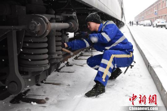 中国北疆铁路春运支南20年:临客减少见证中国铁路发展