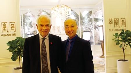 林强董事长与加拿大驻华大使麦家廉合影_副本