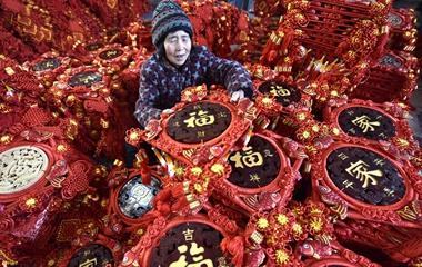 """郯城农民借助网络平台 """"中国结""""俏销""""全国各地"""