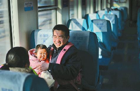 """春运中的一股""""清流"""" 聊城开往济南K8321次列车空空荡荡"""
