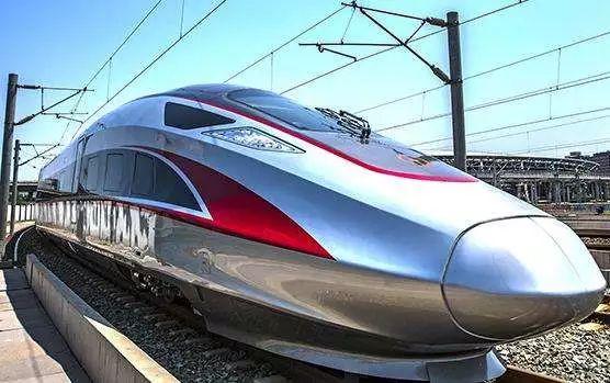 """凤观青岛  从绿皮火车到""""和谐号"""",""""复兴号"""" 我们感受最大的是 车速在"""