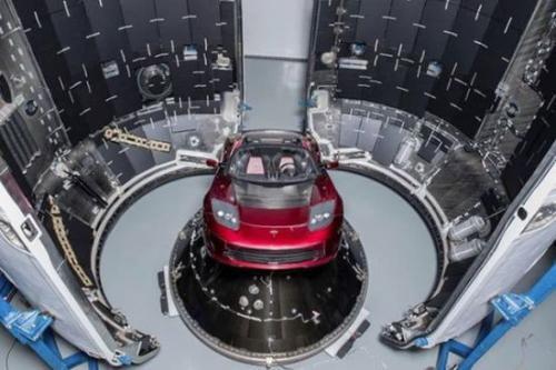 """""""重型猎鹰""""送跑车升空,SpaceX太空梦能否成真?"""