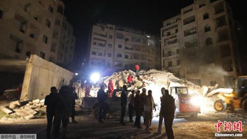 叙利亚重新燃起战火 政府军加强轰炸多人窒息送医