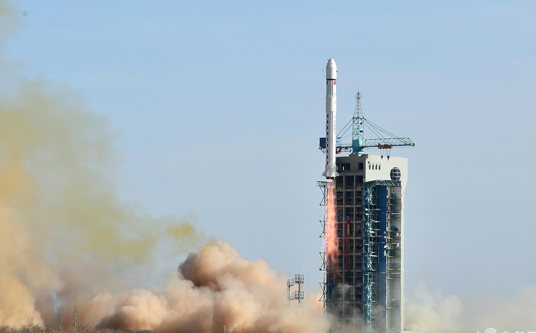 """中国遥感卫星地面站成功接收""""张衡一号""""首轨下行数据"""