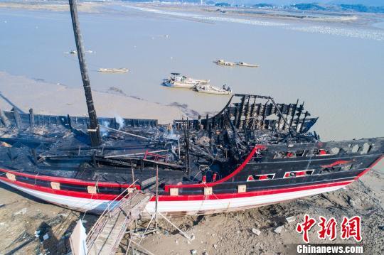 全国最大仿古木质福船失火 原因正在调查中(组图)