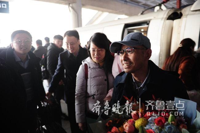 """""""回家心里真踏实""""!浪潮患病工程师刘庆良回到济南"""