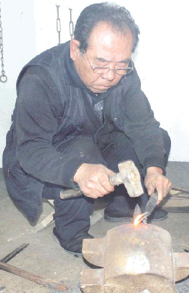 千锤百炼顽铁成器 红炉锻制技艺在潍坊传承已久