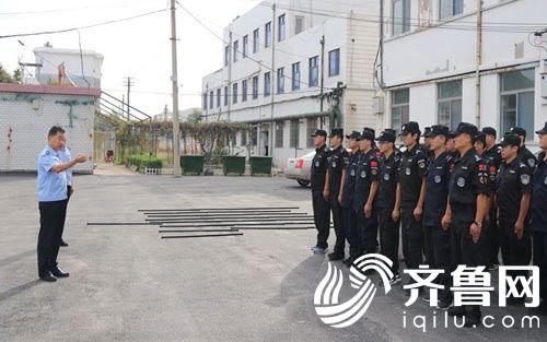 副县长、公安局党委书记、局长崔树生查看民警训练