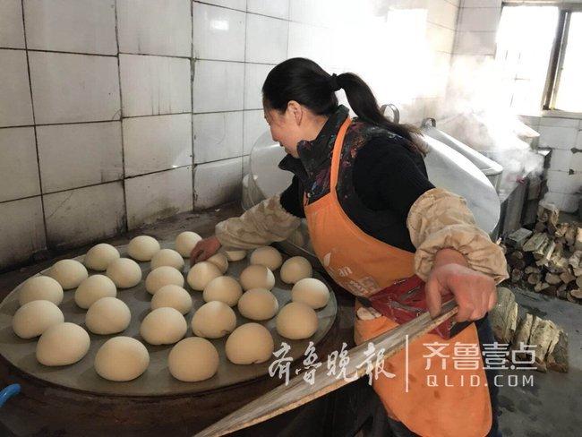 """青岛王哥庄大馒头成""""网红""""美食,一年卖了上亿元!"""