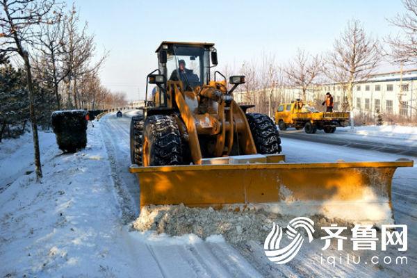 文三线招远段机械推雪