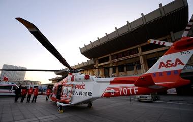 济南:直升飞机加入春运救援 为旅客保驾护航