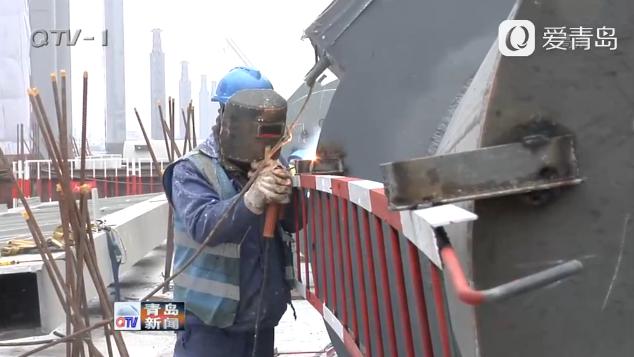 济青高铁红岛站建设探访 百名工友将在工地过年