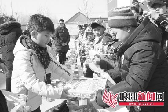 """""""手牵手 共成长""""临沂城乡孩子暖冬联谊活动举行"""