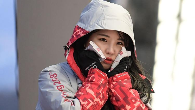 """直击冬奥:志愿者""""小姐姐""""笑容甜美 雪地警察帅气酷炫"""