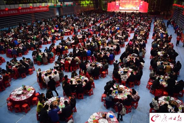 广州千人饺子宴,热闹过大年(组图)