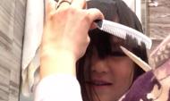 全能好妈妈!蔡少芬为女儿换发型技法娴熟引称赞