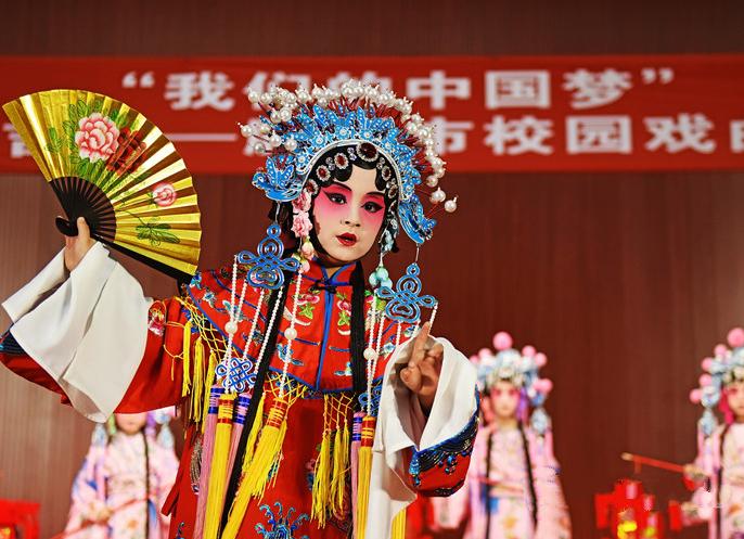 胶州:小学生戏曲庆新春 架势不输成人