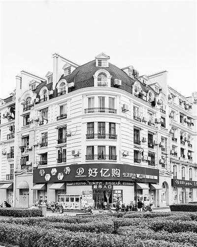 """杭州小区建成""""山寨巴黎"""" 网友:就差一条塞纳河了"""