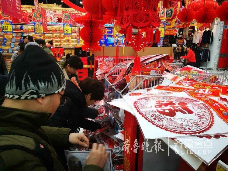 城里大年集!济南超市热卖对联红福