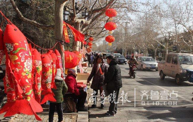 """潍坊青州""""福字街""""年味浓,市民带着福气回家过年"""