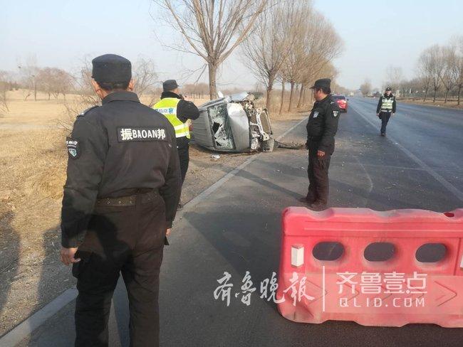 归家途中遇车祸,多亏了执勤的保安帮忙处置