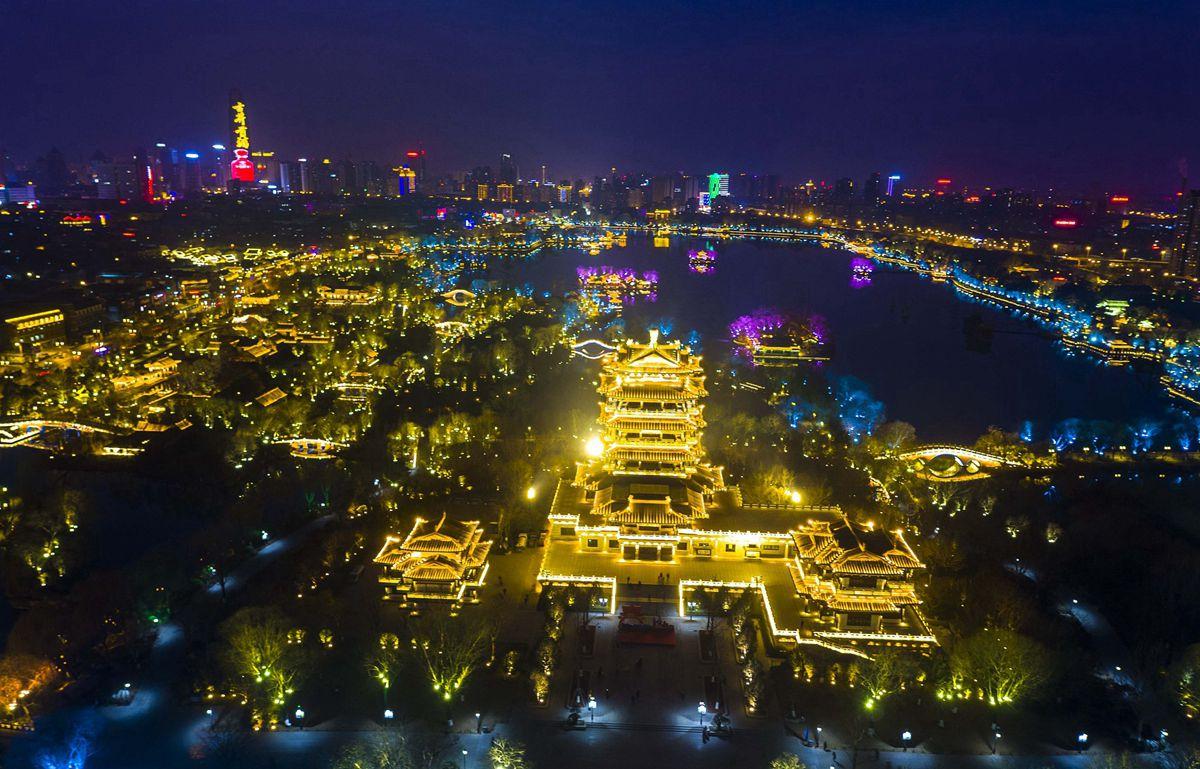 飞吧山东丨除夕夜航拍大明湖灯光秀 辉煌壮美惊艳泉城