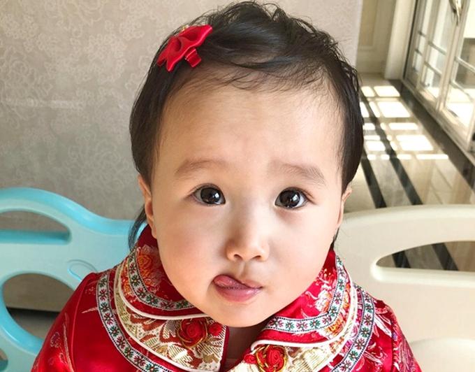 吴曦爱女萌照曝光 小宝贝拜年超级可爱