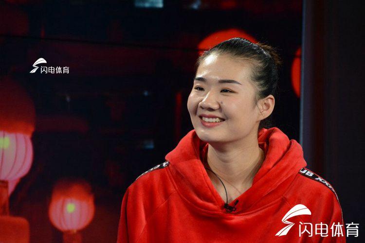 奥运冠军秀抖音玩剪纸 杨方旭娇羞谈感情状态