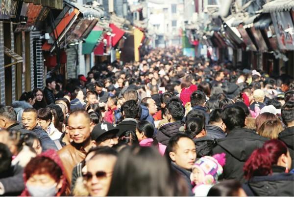 组图:泉城年味十足 人流如织喜气洋洋度新春