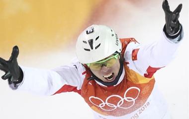 贾宗洋获得冬奥会男子自由式滑雪空中技巧亚军