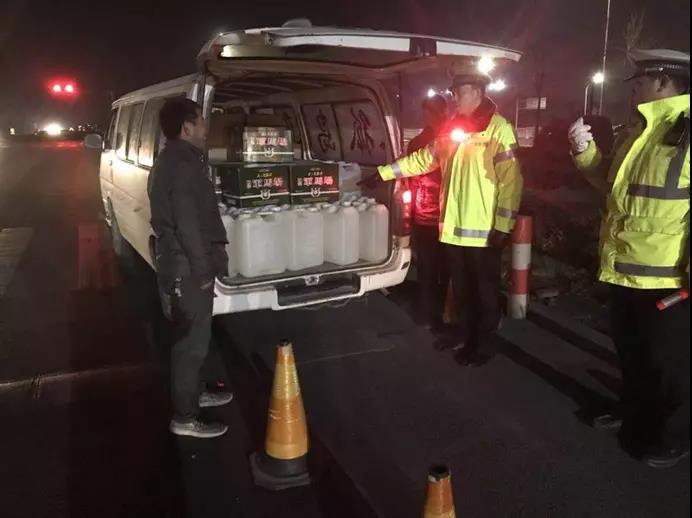 淄博高新区交警大队开展夜查行动严查各类违法行为