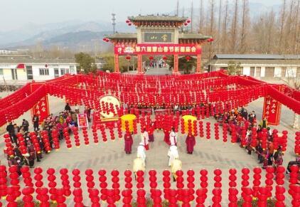 临沂:春节庙会引八方游客
