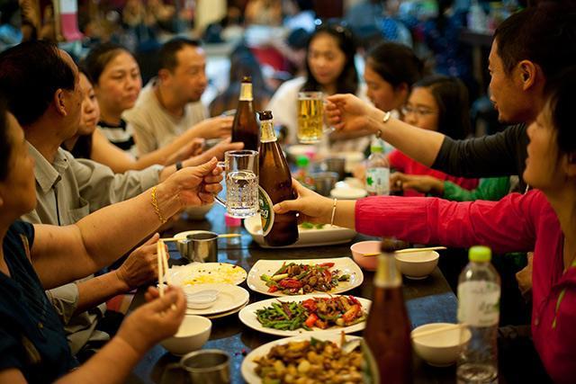 春节期间聊城饭店人气火爆 网络订餐成新潮流