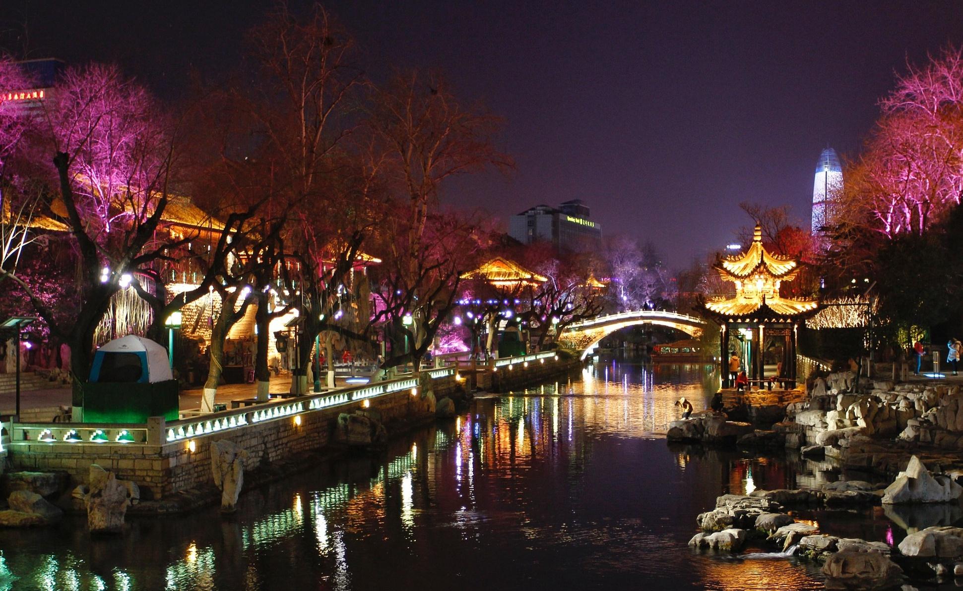 一湖一环景观灯为泉城夜色之变添彩