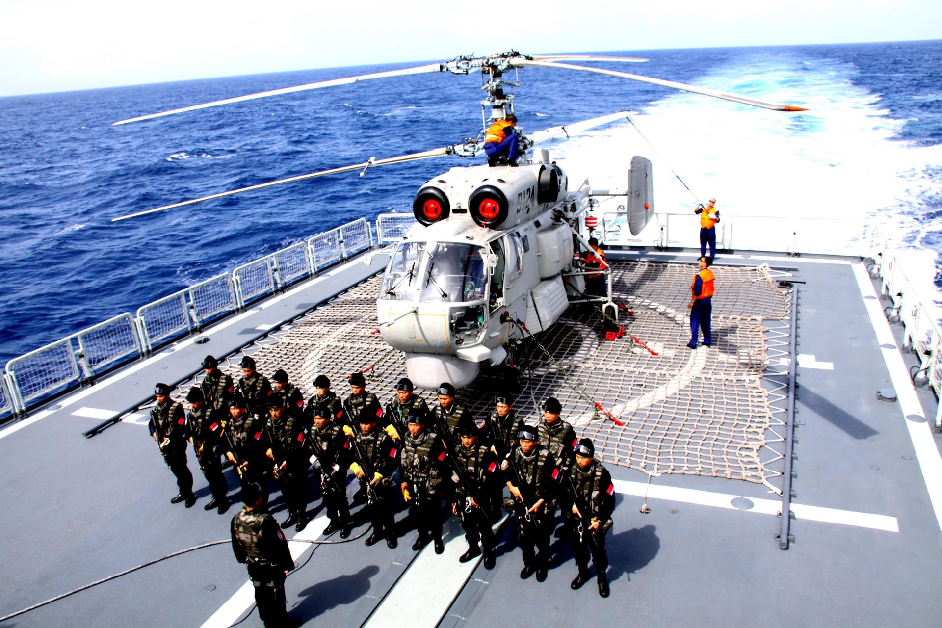 聊城:原蛟龙突击队队员讲述他眼中的《红海行动》