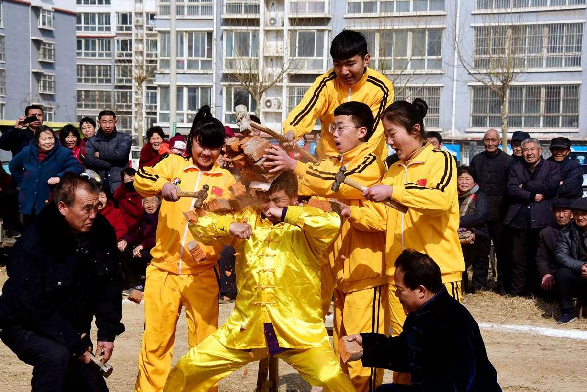 东阿传统武术进社区 欢欢喜喜庆新年