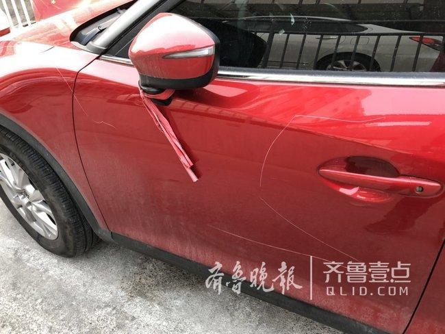 济南:刚买半年的车停小区路边被划,车主寻目击者