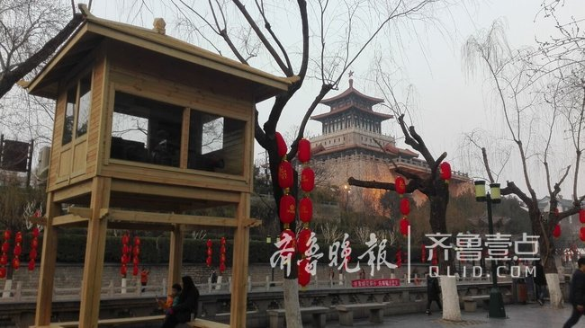 济南护城河边又添一景,三座凉亭式投影机房建成