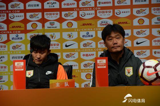 李霄鹏谈赛季目标很务实 回应缘何未能换外援