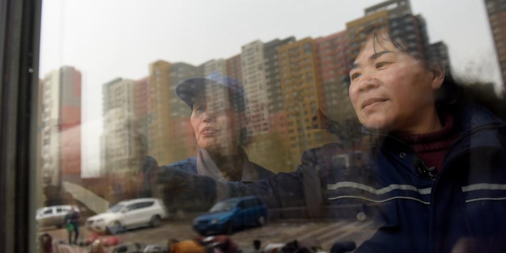 女保洁员歌唱四十年 用歌声传递快乐被称中国版苏珊大妈