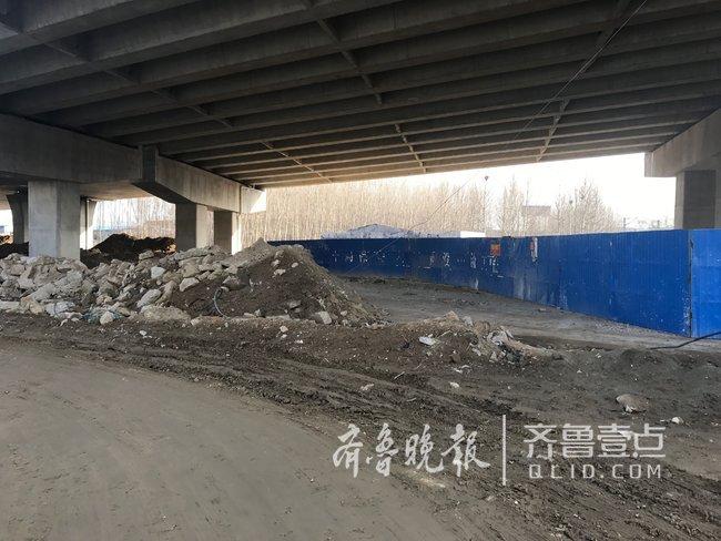 泰安万官大街中段施工未完 附近两学校师生出行受影响