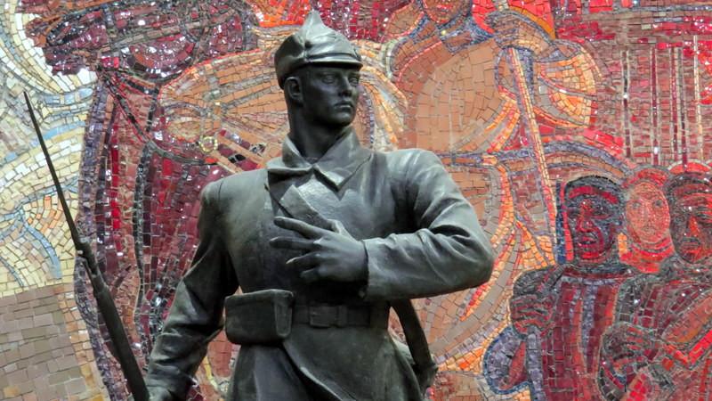 《苏联记忆.大国印象》展馆的红军雕塑