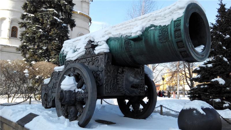 克里姆林宫院内摆放的超级火炮
