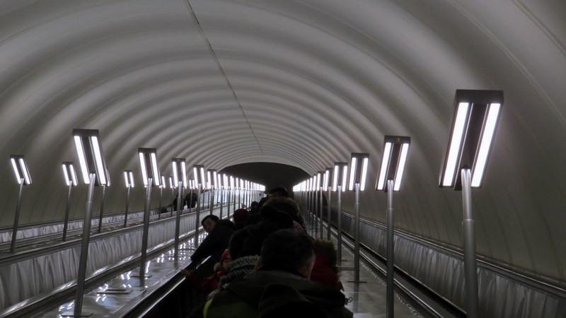 莫斯科120多米长的地铁电动扶梯