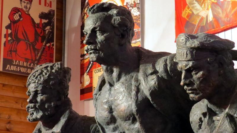 展馆中的苏联红军雕塑(局部)