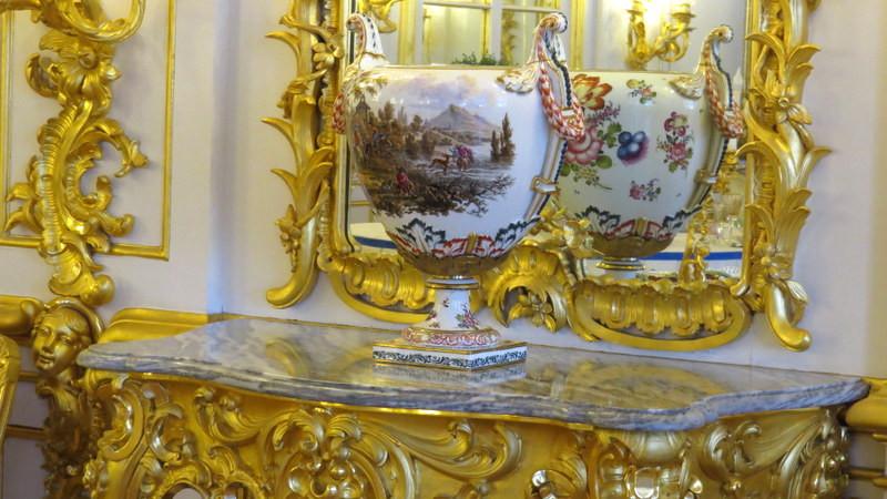 叶卡捷琳娜花园摆放的中国瓷器