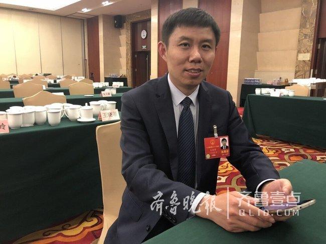 """山东""""农民工""""王钦峰,为啥身价能超五千万"""