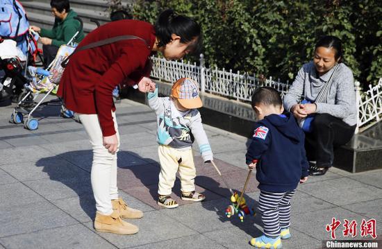 三部门部署生育保险工作:适应全面两孩政策实施