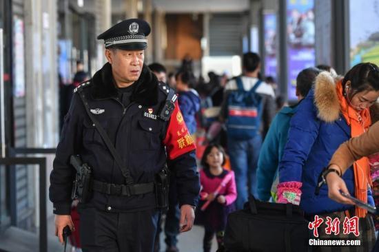广州警察执勤全面配备执法记录仪