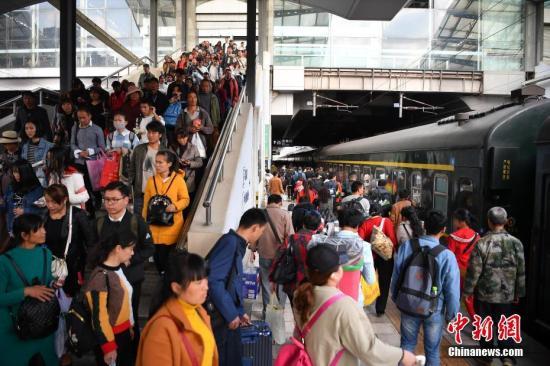 2018年春运收官:全国旅客发送量约29.7亿人次